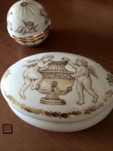 短大時代からの親友が教えているポーセリアンアート。私もときどき好きな陶器に描かせてもらっています。私がよく描くのは天使。