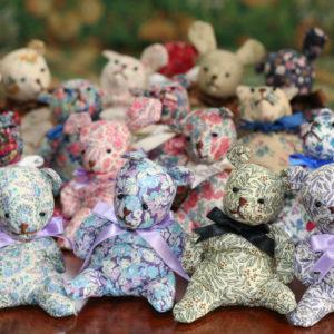 LIBERTYプリントで作ったクマとウサギたち。