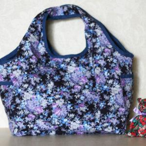 LIBERTYプリントで作ったバッグです。この形は使い勝手がよくて大人気。柄違いで数個作りました。