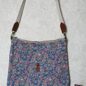 LIBERTYプリントで作ったバッグです。お気に入りの花柄。