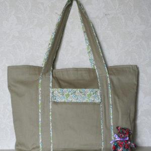 LIBERTYプリントで作ったバッグです。ワンポイントにリバティプリントを。