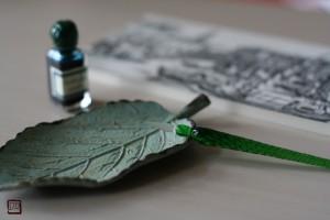 願いごとが叶うという緑のガラスペンと緑のインク。宝物コレクションのひとつ。