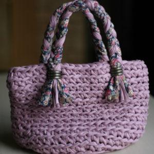 オランダ製のHooked Zpagetti(フックドゥ ズパゲッティ)という糸で編んだバッグ。持ち手の部分のLIBERTYプリントがポイント☆('15・11.2のブログ参照)