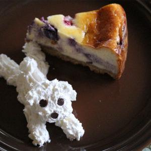 うちの子記念日のケーキは、ベリーのベイクドチーズケーキ♡