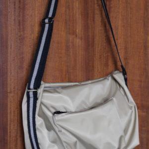 一見すると普通のショルダーバッグですが、内布にLIBERTYを使っています☆妹・作。