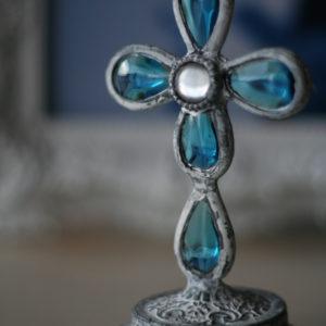 地中海をイメージする青いガラスのオブジェ。