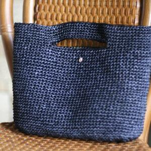 エコアンダリヤで編んだバッグ。内布にリバティプリントを使用しています。('15・6・12のブログ参照)