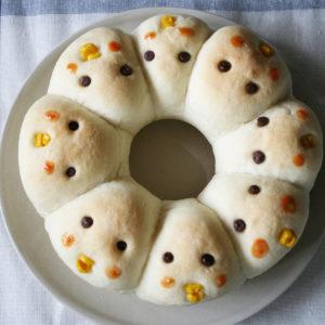 エンゼル型で、ひよこちぎりパン。