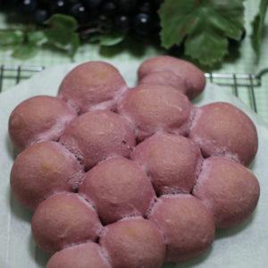 紫いもの葡萄のちぎりパン。