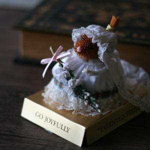 森の妖精、ティーズル人形。