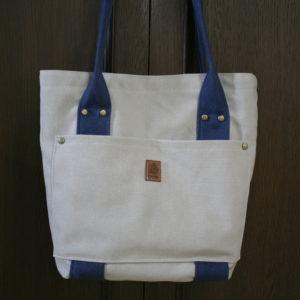 内布にLIBERTYプリントを使ったキャンバス地のトートバッグ。https://lavoro-libero.com/?p=4748