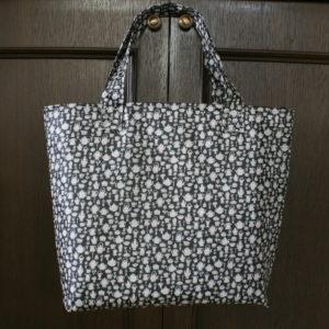 LIBERTYプリントラミネート生地に保冷シートを合わせた保冷バッグ。https://lavoro-libero.com/?p=4793