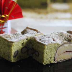 お正月用スイーツは、抹茶ケーキ黒豆と栗の渋皮煮入り♡
