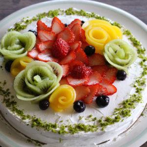 フルーツをお花に見立てたフルーツブーケのケーキ♡