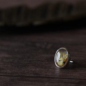 タイチンルチルクォーツのルースを使ったリング。・・・素材:シルバー925