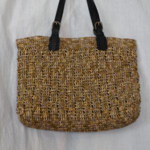 手編みのかごバッグ。(妹・作)