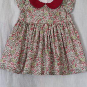 LIBERTYプリントで作ったベビー服のワンピース。