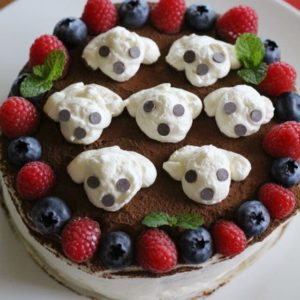 10月11日レオのうちの子記念日のスイーツは、ティラミスケーキ♡7つ並べたレオはマスカルポーネクリームとチョコチップ。