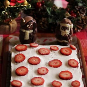 クリスマスにはシンプルなイチゴのチョコレートケーキ♡