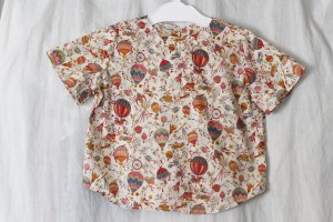 LIBERTYプリントで作ったベビー服のプルオーバー。