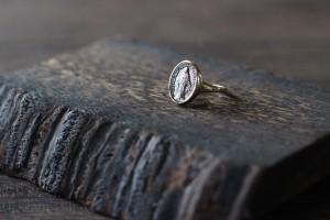 メダイのリング。素材:K10